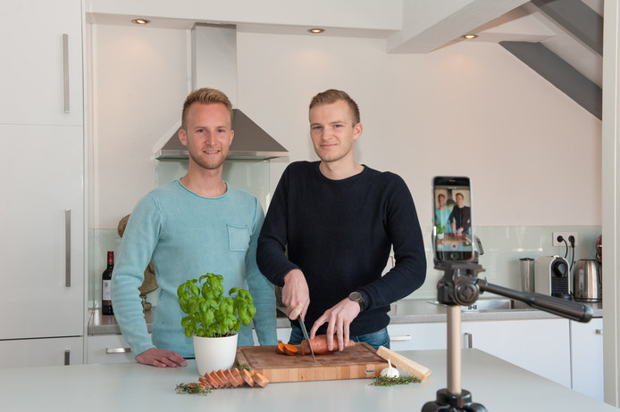 De broers Michael (links) en Daniël Sterk uit Gouda.