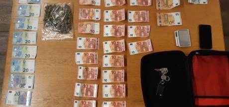 Politie houdt in Lelystad verdachten van drugshandel aan en neemt drugs en geld in beslag