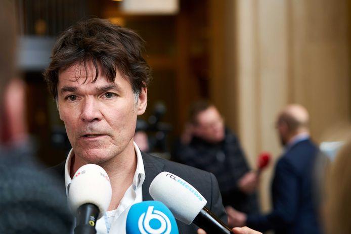 Burgemeester Paul Depla (Breda) staat de pers te woord bij het ministerie van Veiligheid en Justitie.