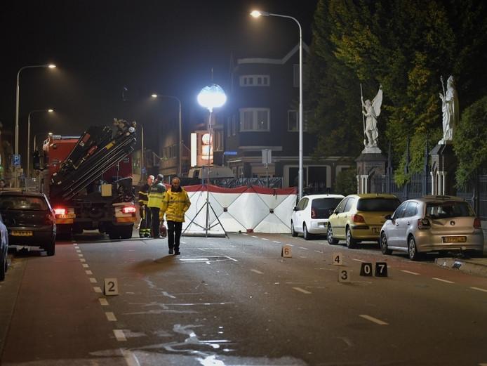 Het stel werd geschept op de Bredaseweg in Tilburg. Na een klopjacht heeft de politie twee verdachten aangehouden.
