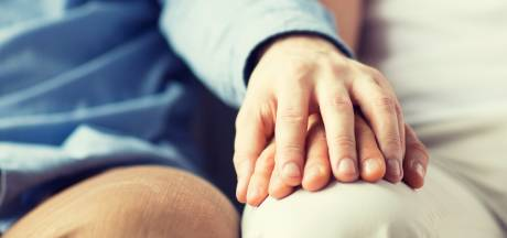 Anti homo-psychiater uit functie gezet na misbruik mannelijke 'patiënten'