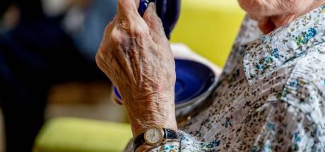 Gerry (85) staat haar vaccin graag af aan een jongere: 'Waarom moeten bewoners verpleeghuizen eerder gevaccineerd worden dan leraren?'