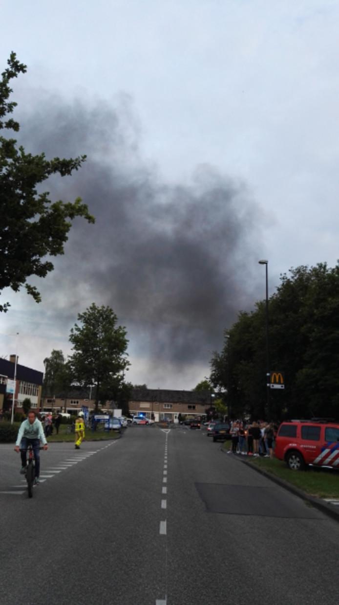De rookwolk van de brand was in de wijde omgeving te zien. Foto: Martijn Krullaars