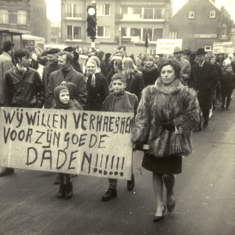 De overplaatsing van onderpastoor Verhaeghen zorgde voor massaal protest.