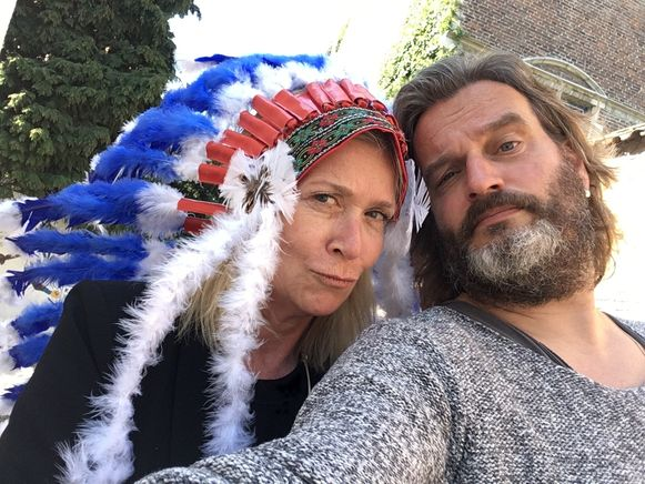 Kurt Burgelman met Barbara Sarafian als Buffalo