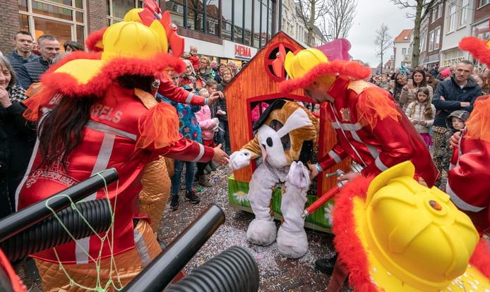 Ondanks de brand vlak voor carnaval, was er in 2019 toch een optocht in Zaltbommel. De Bierbubbels was een van de verenigingen die er nog in slaagde om snel iets nieuws te bouwen, gesteund door mascotte Fikkie.