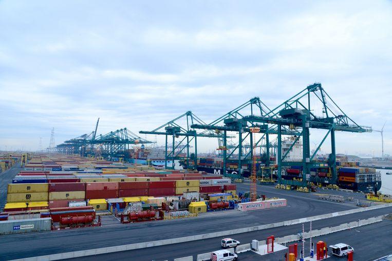 Vooral de containertrafiek laat opnieuw een forse groei optekenen.