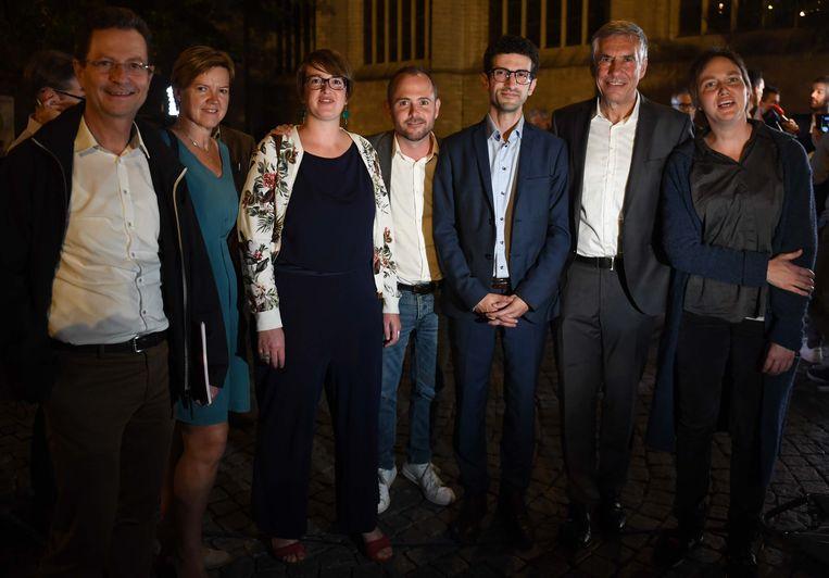 De coalitie sp.a-Groen en CD&V zal de komende jaren Leuven besturen. Toekomstig burgemeester Mohamed Ridouani staat hier bij zijn nieuwe bestuursploeg.