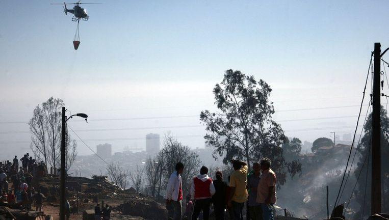 Ongeveer 2500 woningen zijn volledig verwoest door het vuur dat zich door stevige windvlagen en droge gewassen snel kon verspreidde. Meer dan 11.000 mensen zijn door het vuur dakloos geraakt.