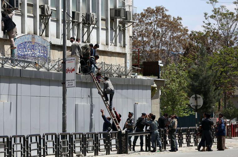 Na de aanval brak paniek uit in het ministerie. De politie probeerde zo veel mogelijk aanwezigen de redden.