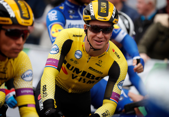 Dylan Groenewegen voor de start van de Driedaagse Brugge-De Panne.