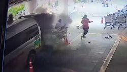 Patiënt ontsnapt aan erger wanneer plots de zuurstoftank van een ambulance ontploft