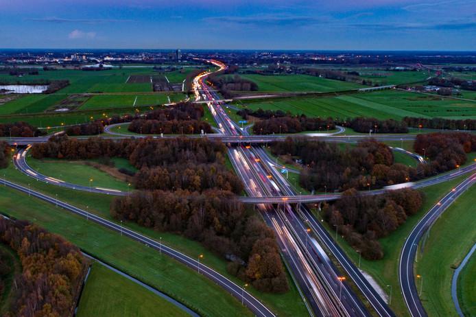 De N50 gaat dicht, vanaf knooppunt Hattemerbroek (op de foto) tot Kampen komt er tussen 27 juli en 10 augustus geen auto door