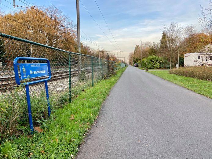 De Braambeslei langs de spoorweg ligt parallel met de fiets-o-strade, die onder meer op de De Pretlaan ligt