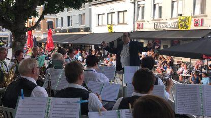 VIDEO 11 juli: Kioskconcert van de harmonie 'Niets Zonder Arbeid', Grote Markt maakt zich klaar voor Christoff