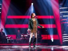 Dordtse Noble (71) steelt de show in The Voice Senior