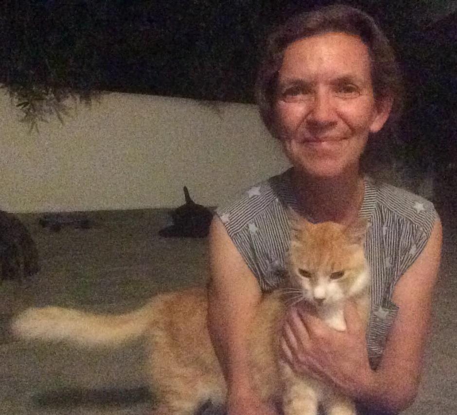 Bowell met een van de vele katten.
