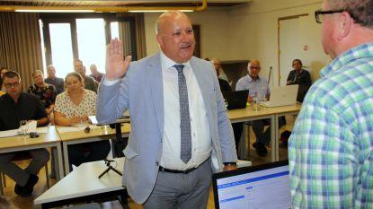 Voormalig Kuurnse burgemeester en nieuw raadslid leggen de eed af