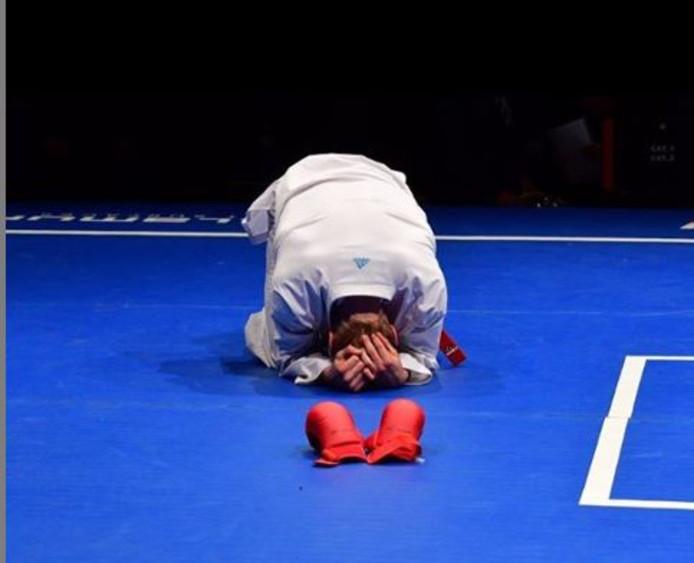 Karateka René Smaal weet bij zijn uitschakeling tijdens de 10K Clash in Londen dat zijn wedstrijdcarrière er op zit. Dat had hij aangekondigd, maar haalt toch emoties naar boven.