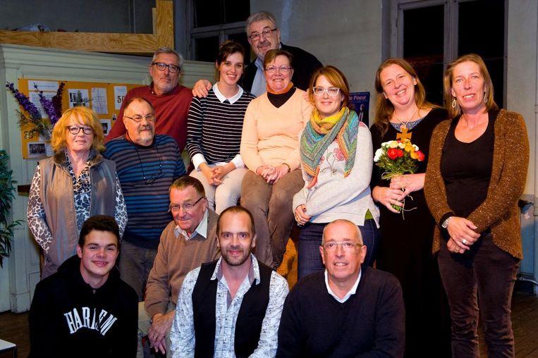 De acteurs en actrices van de Koninklijke Toneelvereniging De Alsembloem.
