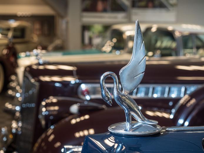Het ornament op een Packard heeft ook wel wat weg van de versiering op een Rolls Royce.