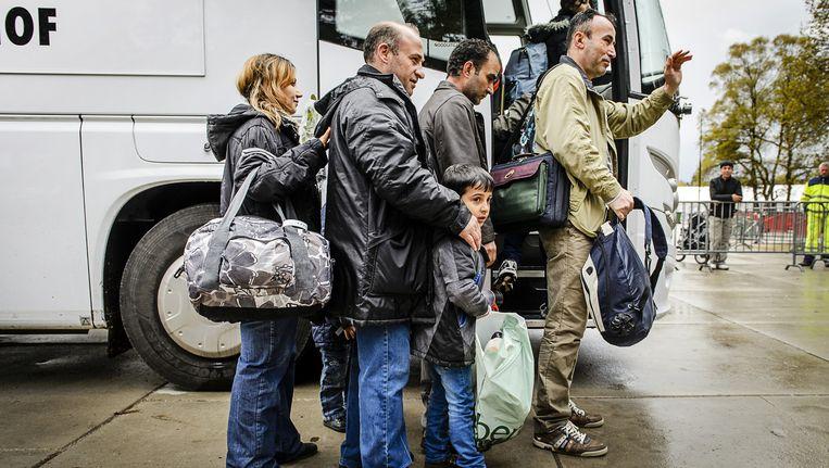 De laatste vluchtelingen verlaten tentenkamp Heumensoord. Bewoners worden over heel Nederland verspreid naar noodopvanglocaties en asielzoekerscentra. Beeld null