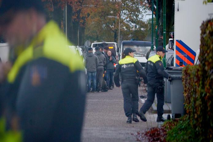 Operatie Alfa bij woonwagenkamp Hoogheuvelstraat Oss op 13 november 2019.