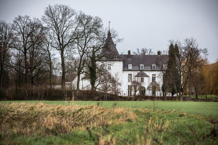 Kasteel Rijckholt in Gronsveld, waar Virenze was gehuisvest, werd door kasteelheer Frans Kochen een 'Petit France' genoemd. Het kasteel staat nu te koop en Frans Kochen zit werkloos thuis. Beeld Maikel Samuels