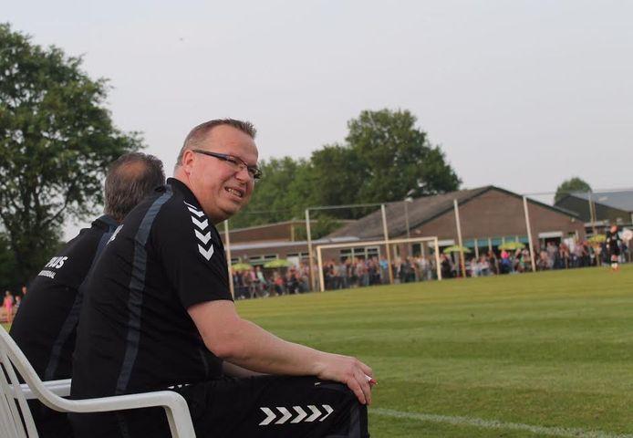 John van Aert, hier nog als trainer van Achtmaal, gaat langer door bij DIOZ.