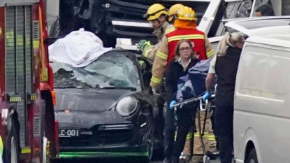 Tegengehouden snelheidsduivel maakt foto's en vlucht nadat vrachtwagen vier agenten doodrijdt