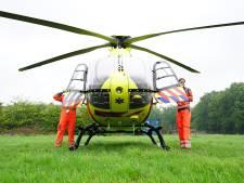 Motorrijder en fietser zwaargewond bij botsing in Dorst