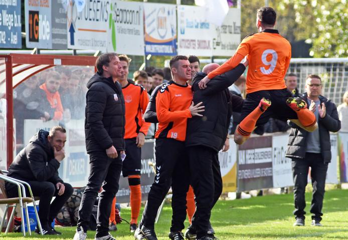 Miroslav Peric (9) was met twee goals belangrijk voor Terneuzense Boys in de kampioenswedstrijd.