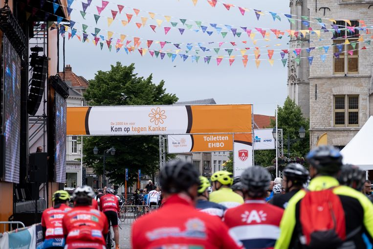 Start van de 10de editie van de 1000 kilometer voor Kom Op Tegen Kanker op de Grote Markt van Mechelen
