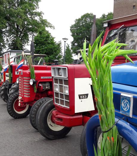 55 tractoren reden de Tractorvierdaagse in Groesbeek