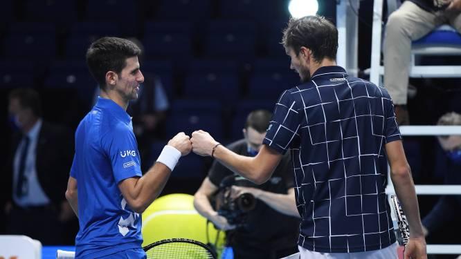 Medvedev vloert Djokovic op ATP Finals en plaatst zich voor halve finales