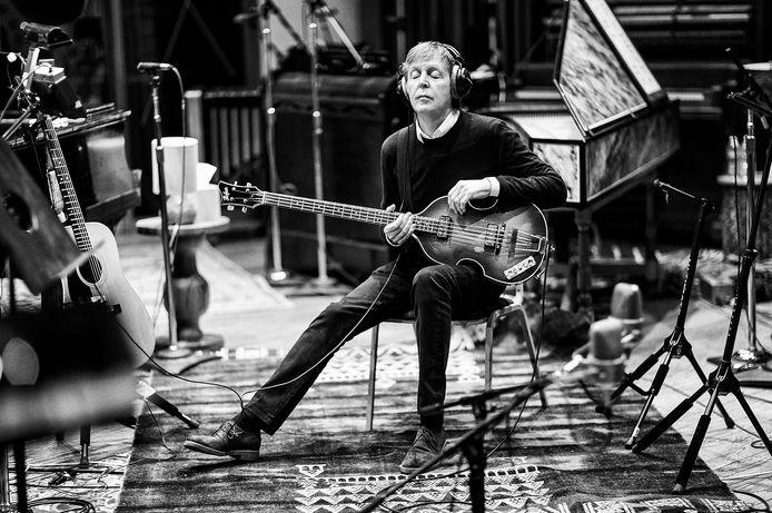 Paul McCartney, hier tijdens een opnamesessie in LA (2017), verkeert in een nostalgische stemming.