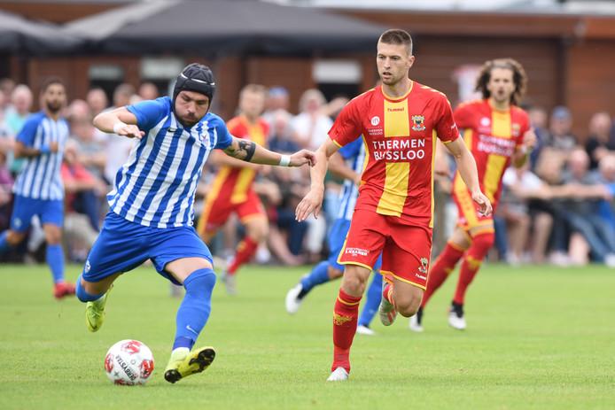 Alexander Bannink (r) maakte zijn eerste goal voor Go Ahead Eagles tegen Anorthosis Famagusta.