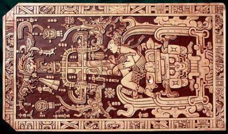 Pakal. Dekselreliëf van een sarcofaag toont Maya-heerser Pakal in een nagebouwd ruimteschip, net een Mercuriuscapsule van Nasa, aldus Von Däniken. Volgens archeologen toont de afbeelding hem in het hiernamaals Xibalba. Beeld