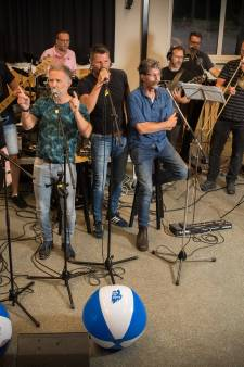Slobberfeest Hardenberg jubileert met reünie schoolband Take an Aspirin