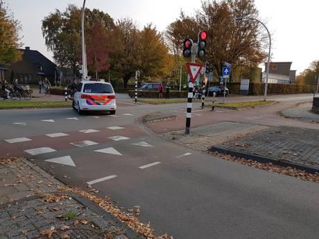 Moeder en 2 kinderen gewond na ongeluk in Hengelo, kruising afgesloten