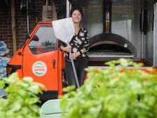 Dorine bakte 50 pizza's in haar Enschedese achtertuin, nu verhuist de Italiaanse keukenprinses naar een container