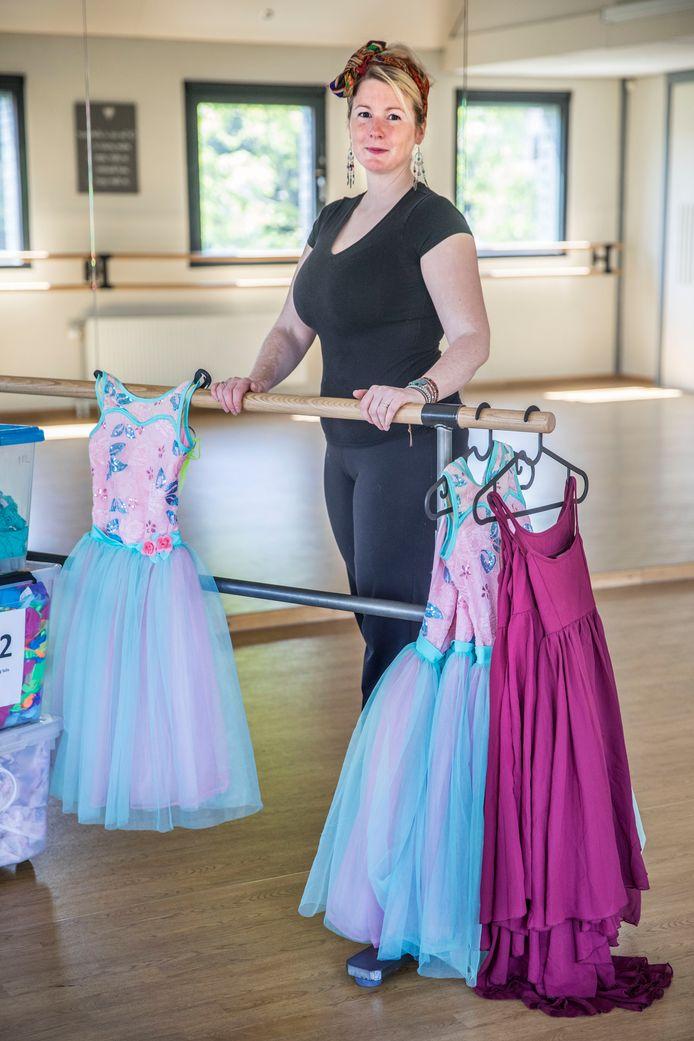 Mariska Salamony vindt het onterecht dat haar balletschool nog niet open mag.
