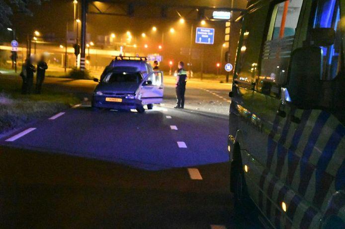 Auto's total loss bij zware aanrijding in Enschede