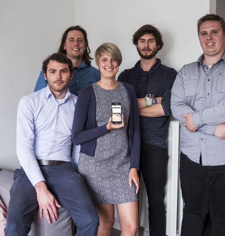 Het team achter de app: Dennis, Elise, Bart (lang haar), Filip en Michaël.