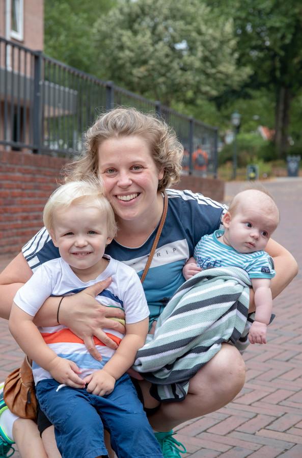 Tanja Freeke met zoons Daniël en Jonathan