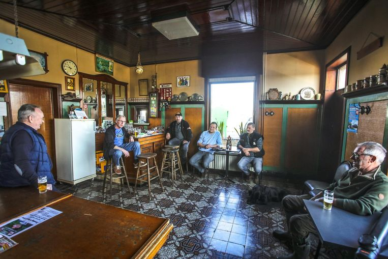 In cafe 't Stroomtje lijkt de tijd te hebben stilgestaan en ademt alles folklore en geschiedenis uit.