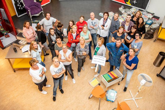Protestborden bij de hand en opruimen maar. Bij De Diamant in Naaldwijk gaven ze een geheel eigen invulling aan de staking.
