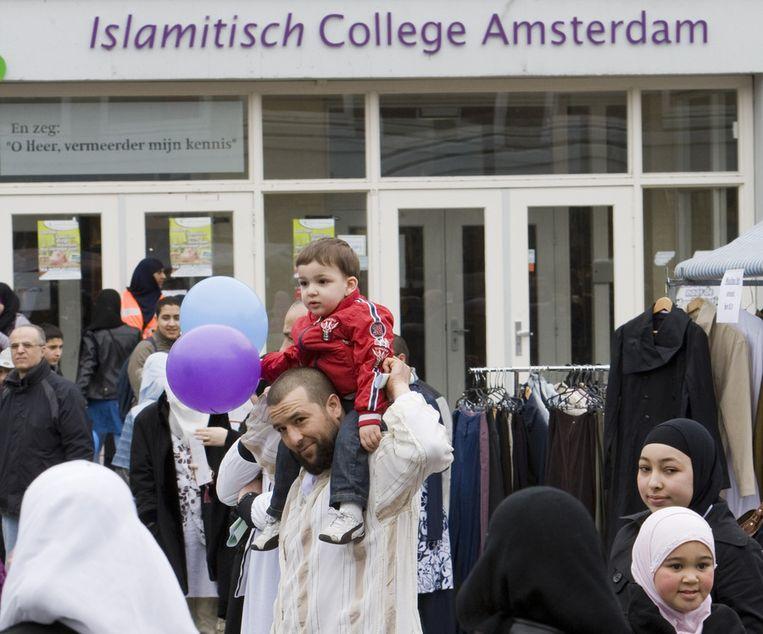 Ouders en kinderen vorig jaar bij het Islamitisch College Amsterdam. © ANP Beeld
