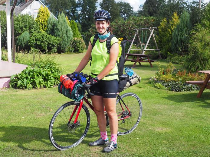 Fietskoerier Lydia Timmermans vorig jaar vlak voor het WK voor fietskoeriers in Riga.
