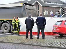 Fietsster (45) overleden bij aanrijding met vrachtwagen in centrum van Breda